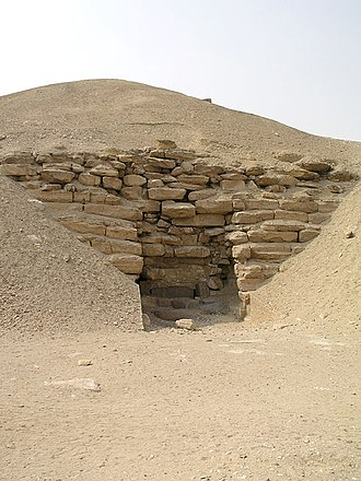 Pyramid of Amenemhet I - The entrance