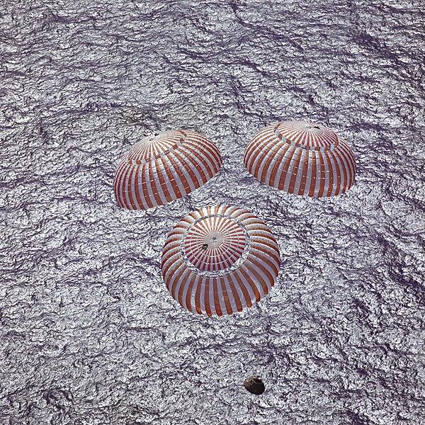 קובץ:Apollo 16 Recovery - GPN-2000-001503.jpg
