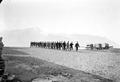 Arbeitskolonne bei der Rückkehr ins Camp - CH-BAR - 3239252.tif