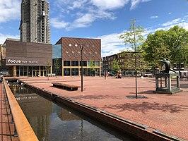 https://upload.wikimedia.org/wikipedia/commons/thumb/1/18/Audrey_Hepburnplein_Arnhem.jpg/266px-Audrey_Hepburnplein_Arnhem.jpg