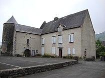 Aussurucq (Pyr-Atl, Fr) La mairie dans le château, coté cour.JPG