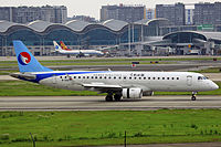 B-3207 - Hebei Airlines - ERJ-190LR - CKG (10155943294).jpg
