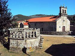 Baíña, Baiona, igrexa e palco.jpg