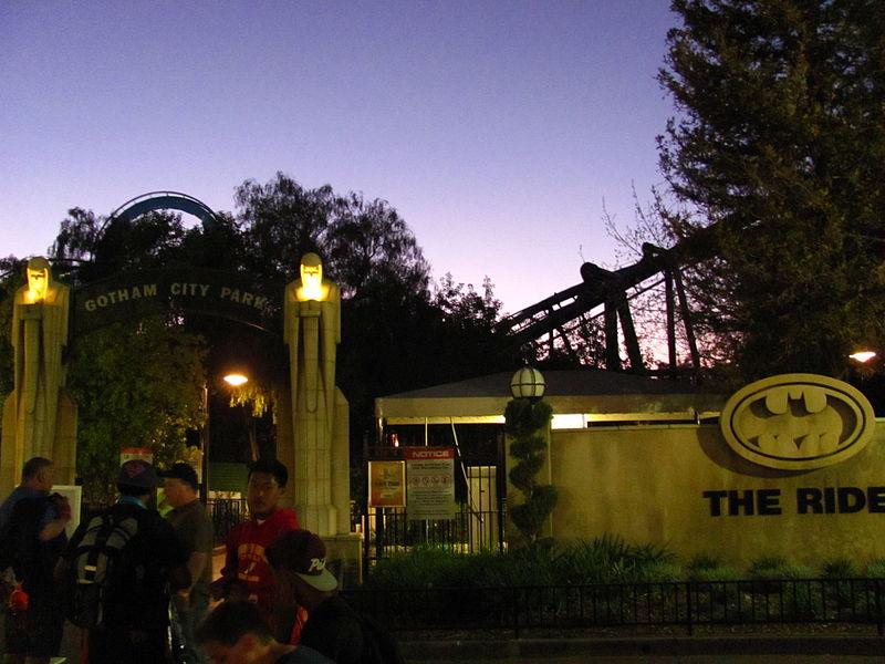 File:Batman the Ride Backwards at Six Flags Magic Mountain (13207819683).jpg