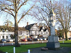 Beaconsfield War Memorial - geograph.org.uk - 1126671.jpg