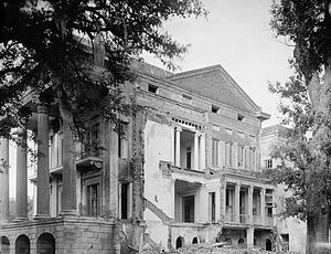 Belle Grove Plantation (Iberville Parish, Louisiana) - Rear view in 1936, showing total collapse of three-story side wing