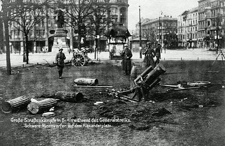 German troops with a heavy mortar during the January uprising. Berlin Strassenkampfe.jpg