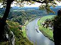 Blick von der Bastei elbaufwärts nach Rathen.JPG