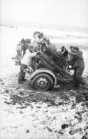 Bundesarchiv Bild 101I-278-0888-27, Russland, Raketenwerfer.jpg