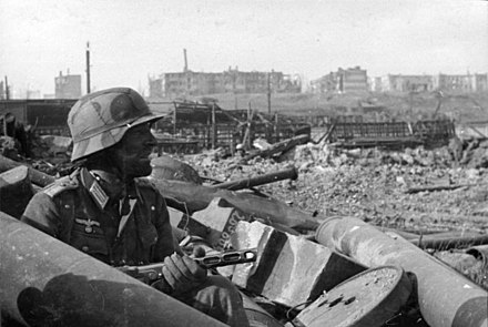 October 1942: A German soldier with a Soviet PPSh-41 submachine gun in Barrikady factory rubble Bundesarchiv Bild 116-168-618, Russland, Kampf um Stalingrad, Soldat mit MPi.jpg