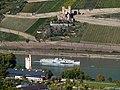 Burgruine Ehrenfels mit Mäuseturm und dem Schaufelraddampfer Goethe - panoramio.jpg