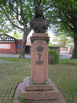 Bust of Queen Victoria, Gateacre Village, Liverpool (1).JPG