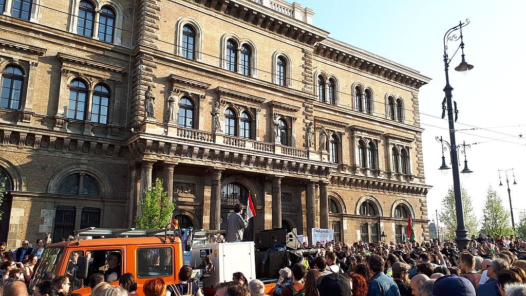 https://upload.wikimedia.org/wikipedia/commons/thumb/1/18/CEU_protest_20170402_171630.jpg/1024px-CEU_protest_20170402_171630.jpg
