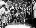 COLLECTIE TROPENMUSEUM C. Martens pastoor op Timor temidden van Timorezen tijdens de Japanse bezetting in oktober 1945 te Kafaminano TMnr 10000710.jpg