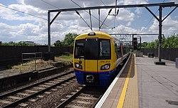 Camden Road railway station MMB 16 378212.jpg