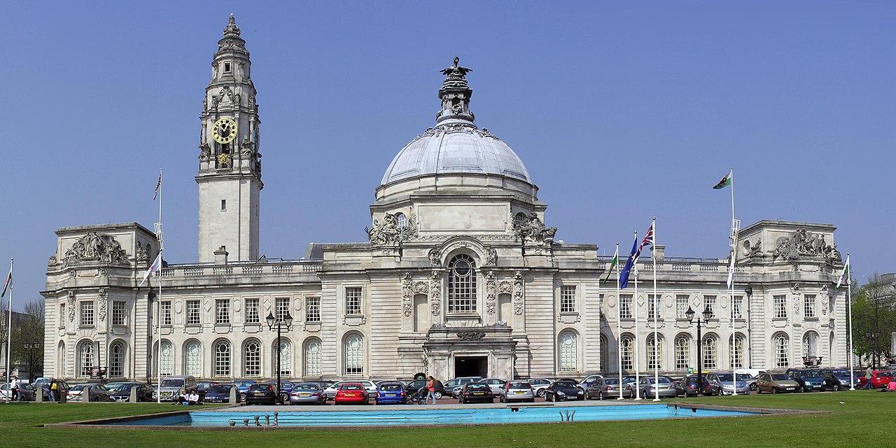 مدينة كارديف (عاصمة بلاد الغال) Cardiff  1280px-Cardiff_City_Hall_cropped