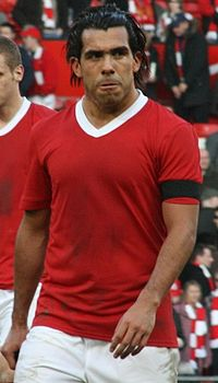 Tévez ai Red Devils nel 2008, con indosso la speciale divisa dedicata ai Busby Babes nel cinquantenario del disastro aereo di Monaco di Baviera.