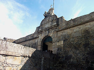 Castelo da Póvoa - The gate of the fortress prior to the recovery of the historical removable wooden bridge.