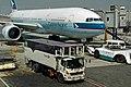 Cathay Pacific B777-200 (B-HNL) at Suvarnabhumi Airport.jpg