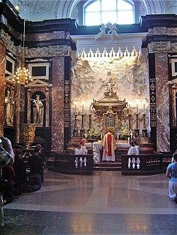 Kapel met die sarkofaag van sint kasimir beskermheilige van litaue