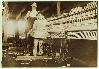 Chattanooga, Tennessee - Child labor at Richmond Spinning Mill in Chattanooga, 1910. Photo by Lewis Hine.