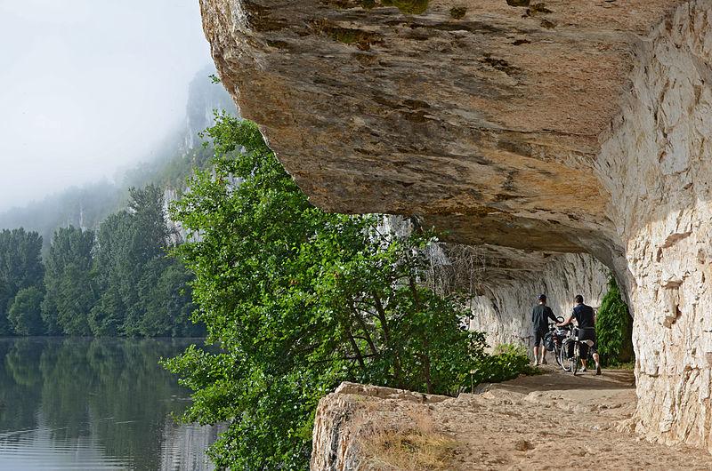 File:Chemin-de-halage-le-long-du-Lot-pres-de--St-Cirq-Lapopie-DSC 0728-.jpg