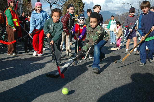 Children playing street hockey By Pete (originally posted to Flickr as determination_0970) [CC BY-SA 2.0 (http://creativecommons.org/licenses/by-sa/2.0)], via Wikimedia Commons