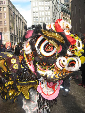 English: Lion dance at Chinese New Year festiv...