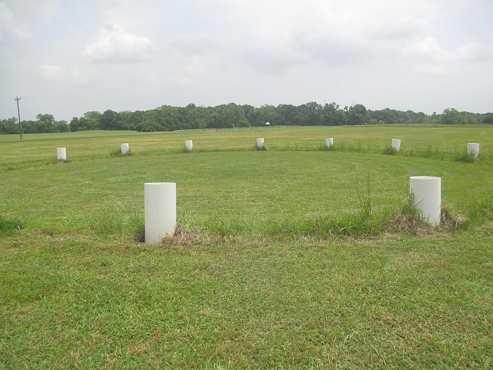 Circular structures at Poverty Point IMG 7433