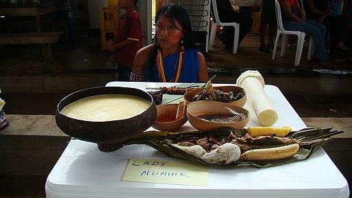 Ayampaco y Chicha comida típica Shuar, Logroño Ecuador