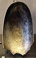 Coppa ovale frammentaria con una gru, argento dorato, da susa, iran, VI-VII sec ca..JPG