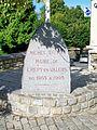 Crépy-en-Valois (60), monument de la place Michel Dupuy (maire 1953-1995).jpg