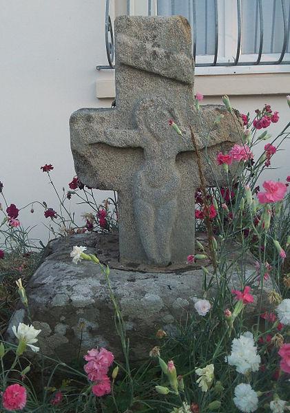 Croix aux Morts, située au lieu dit La Croix fleurie (Inscrit)