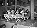 Dansen van Amalia Roman in het gebouw van Onderwijs Kunst en Wetenschappen te De, Bestanddeelnr 911-7748.jpg