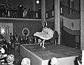 Dansen van Amalia Roman in het gebouw van Onderwijs Kunst en Wetenschappen te De, Bestanddeelnr 911-7750.jpg