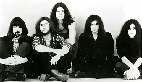 The classic Deep Purple line up, 1971. From left to right: Jon Lord, Roger Glover, Ian Gillan, Ritchie Blackmore, Ian Paice Deep Purple (1971).JPG