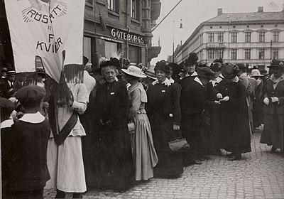 Demonstrationståg för kvinnorösträtten, Göteborg - Nordiska Museet - NMA.0032617.jpg