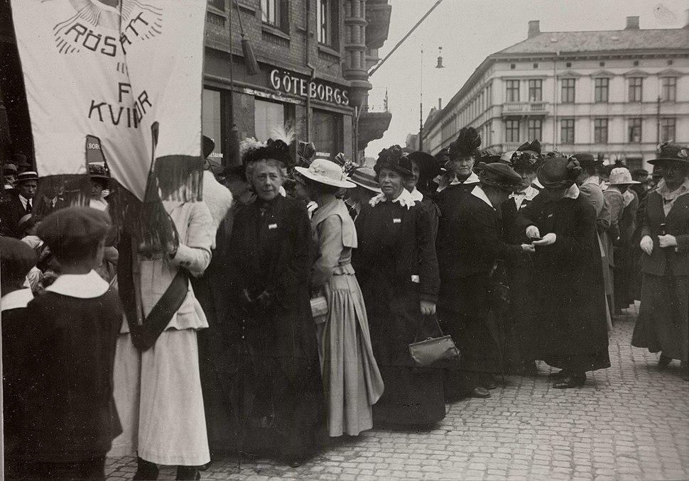 Demonstrationståg för kvinnorösträtten, Göteborg - Nordiska Museet - NMA.0032617