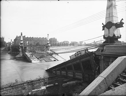 Destruction du pont Gallieni en 1944.