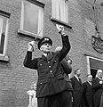 Dirigent van muziekkorps tijdens uitvoering, Bestanddeelnr 255-8579.jpg