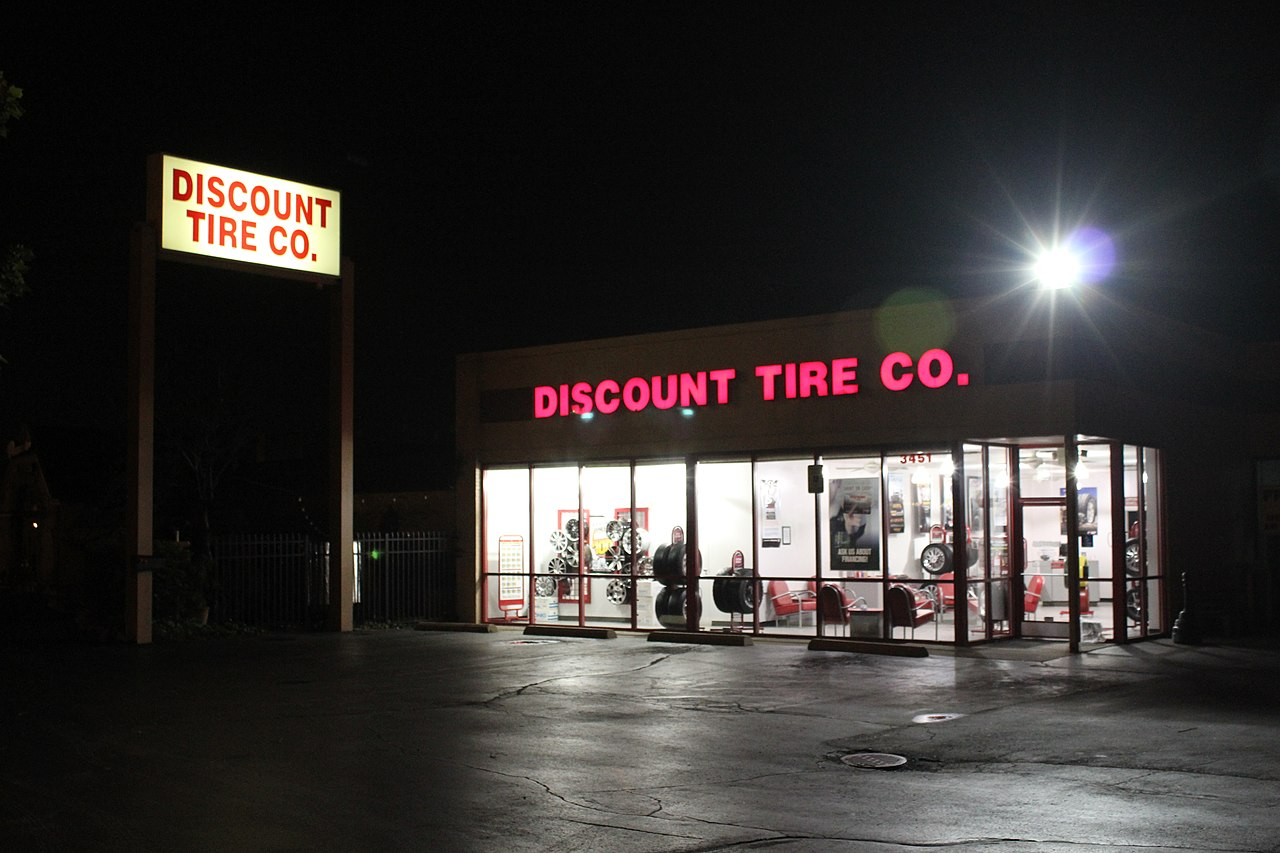 What Size Tire >> File:Discount Tire Co. Store, Ann Arbor, Michigan.JPG - Wikimedia Commons