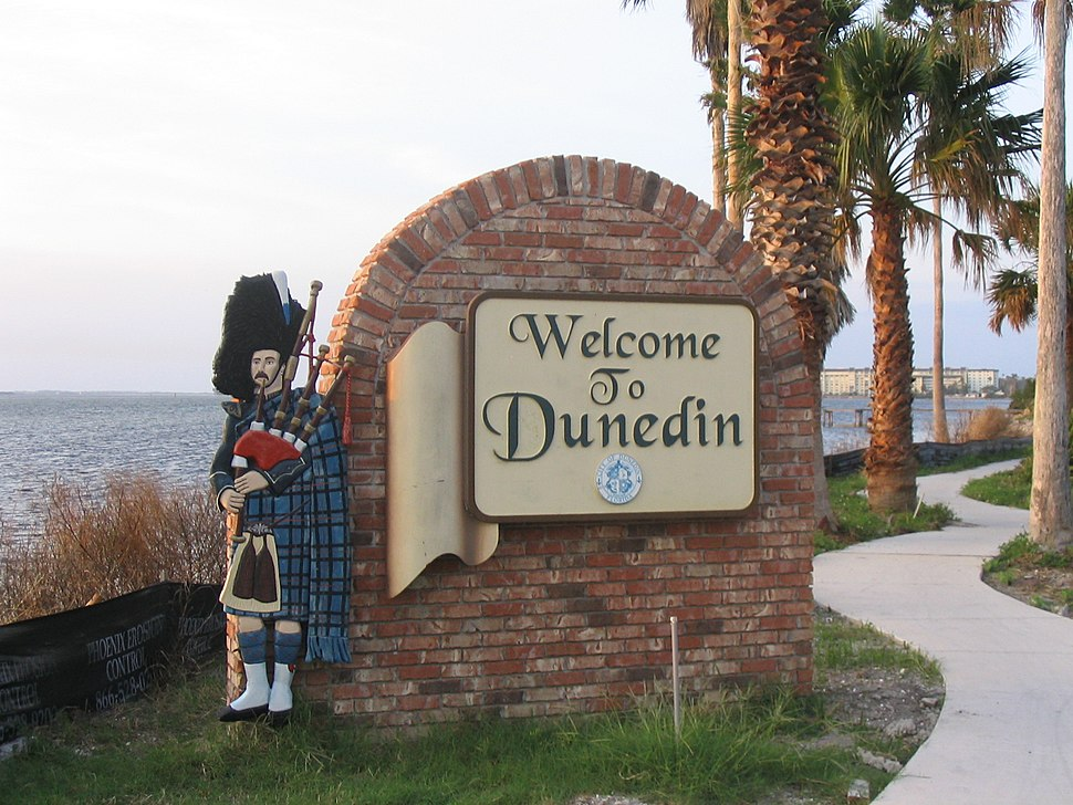 DunedinWelcomeSign