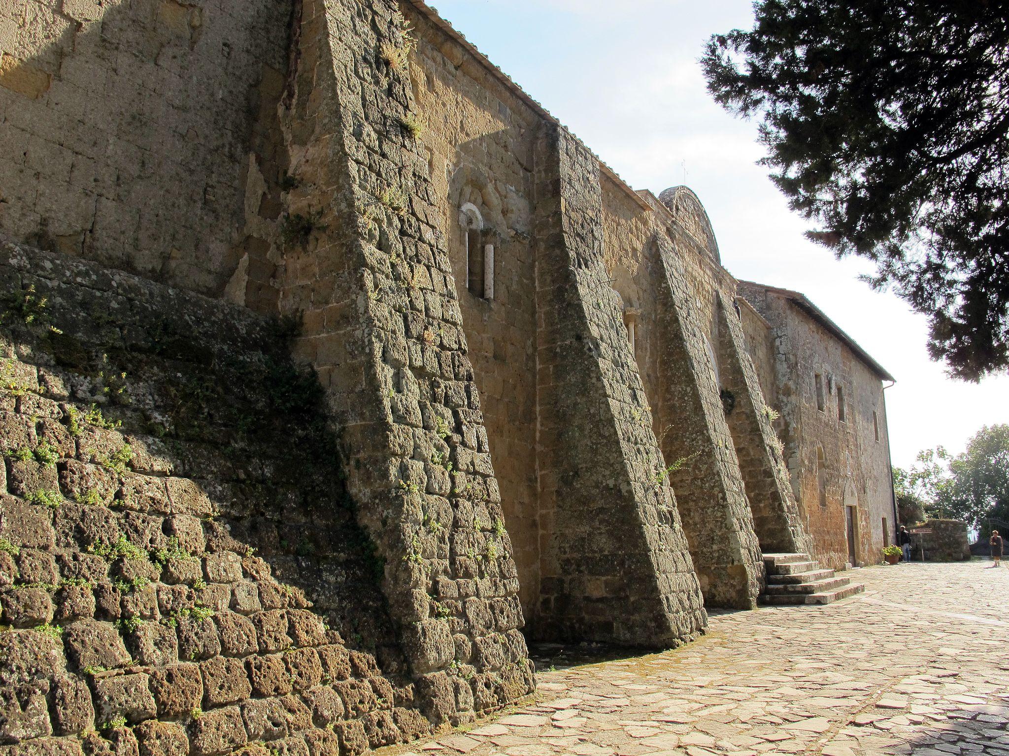 Duomo di sovana, ext., fianco 01