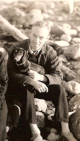 E. B. White - Image: EB White and his dog Minnie