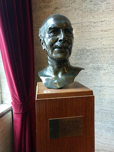 File:Earl of Athlone bust, Senate House, London 01.jpg