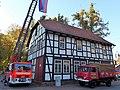 Einbeck Jugendfeuerwehr Haus und Autos.jpg