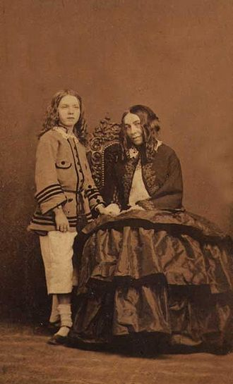 Elizabeth Barrett Browning - Elizabeth Barrett Browning with her son Pen, 1860