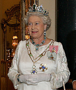 250px-Elizabeth_II,_Buckingham_Palace,_07_Mar_2006_crop.jpeg
