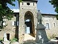 Entrée du Château de Montseveroux France, Isère.JPG