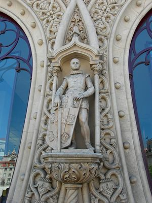Rossio railway station - Statue of King Sebastian of Portugal on the façade of the station. The statue was accidentally destroyed in 2016